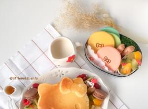 Hello Kitty Pancakes Bento (1)